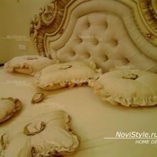 Покрывало и подушки для спальни