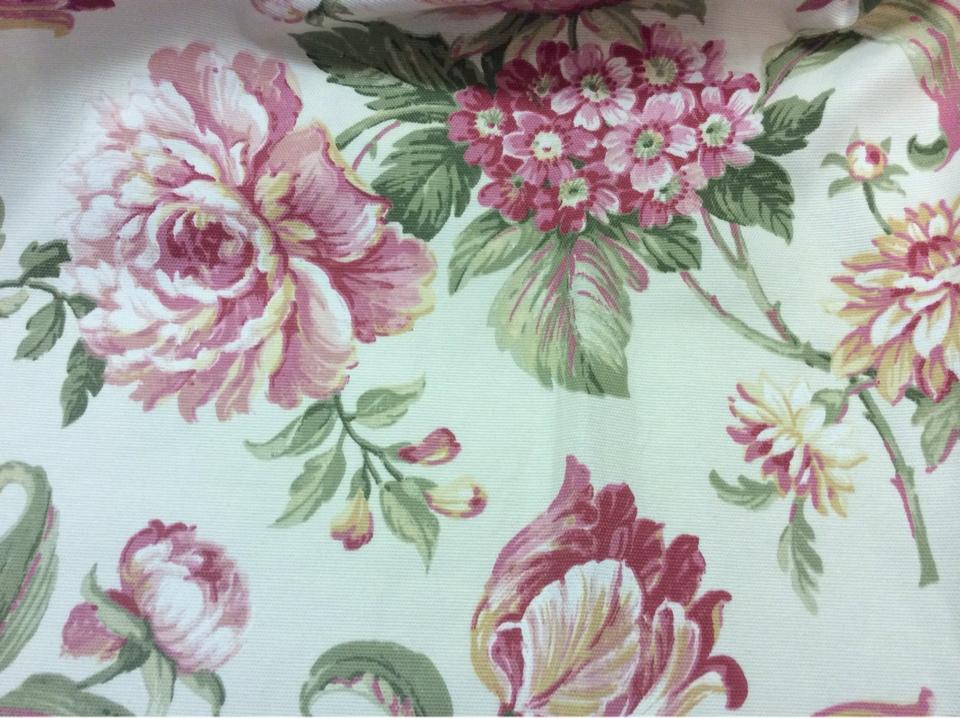 Шикарная ткань с узором цветов