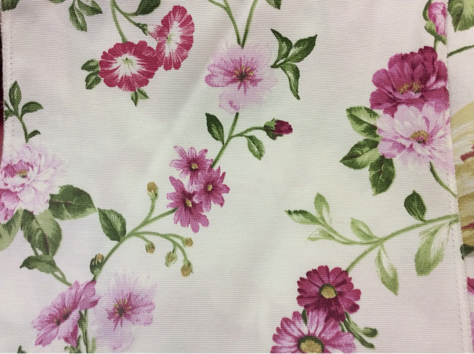 Ткань с красивыми цветочками 45% полиэстер, 55% коттон