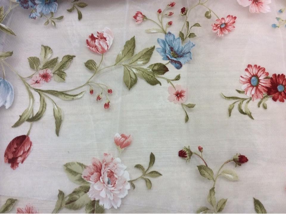Ткань с цветочным орнаментом