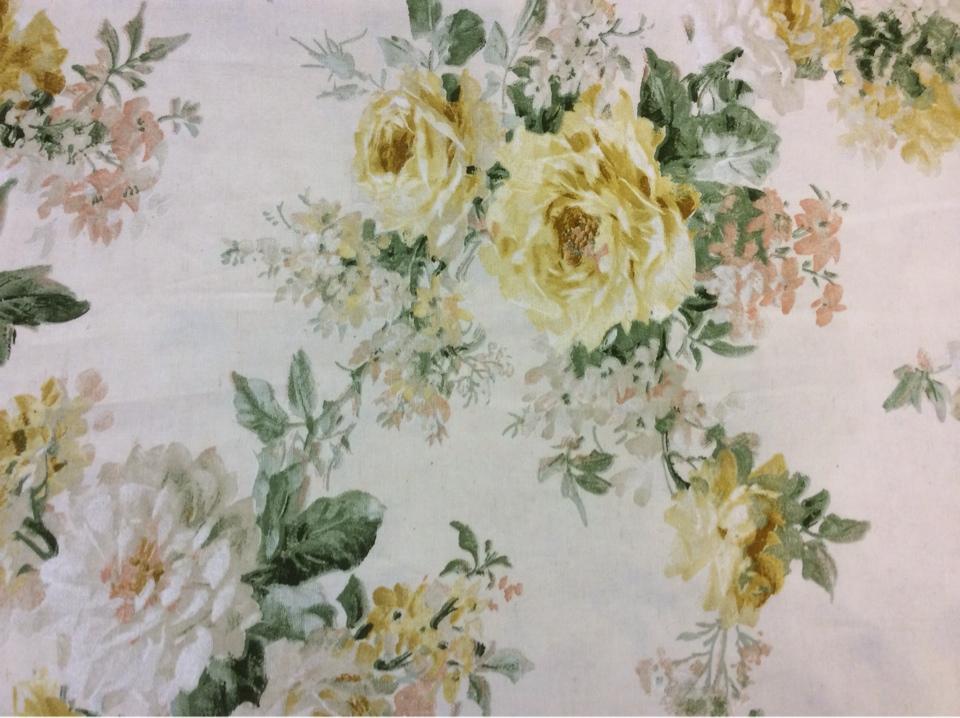 Цветочный принт на ткани в стиле прованс