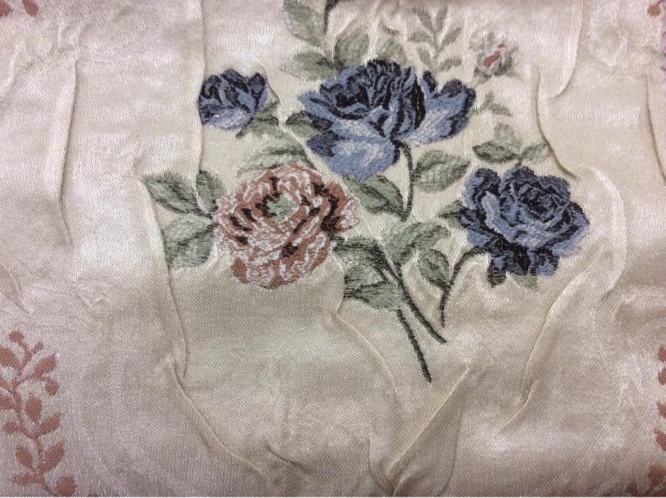 Купить плотную портьерная ткань жаккард Rubens 206. Турция, атлас, На светлом фоне цветы ( жатая фактура ткани)