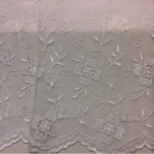 Тюль французская сетка с вышивкой 3261 v. D 033. Турецкая ткань с цветочным орнаментом белого цвета