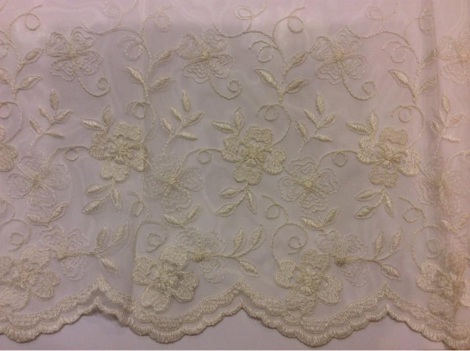 Тюль французская сетка с вышивкой 3261 V. 62. Турция, ткань ванильного цвета с цветочным орнаментом