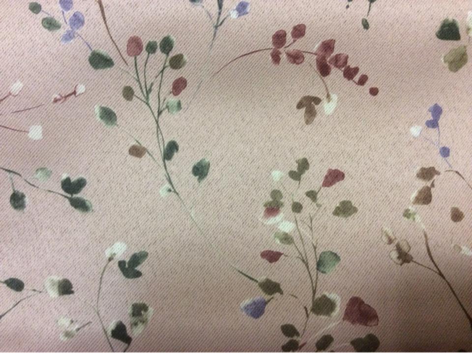 Светонепроницаемая ткань для штор блэкаут Eliza 1054. Турция, портьерная, для рулонных и римских штор. На розовом фоне зелёные, бордовые мелкие цветы ( акварель) купить в Москве