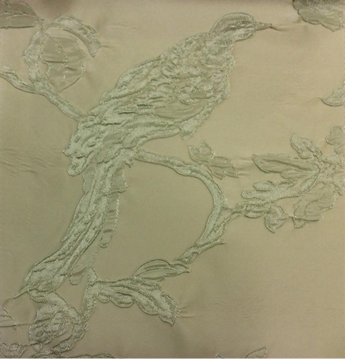 Портьерная ткань в стиле барокко Botticelli 26. Европа, Италия, портьерная. На кремовом фоне салатовая птица купить