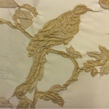 Итальянская ткань в стиле барокко с птицей Botticelli 22. Европа, Италия, очень крупный рисунок, портьерная. На кремовом фоне золотая птица