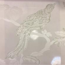 Итальянский тюль для штор в стиле барокко Botticelli 25. Европа, Италия, тонкий тюль. На прозрачном фоне салатовая птица с блеском