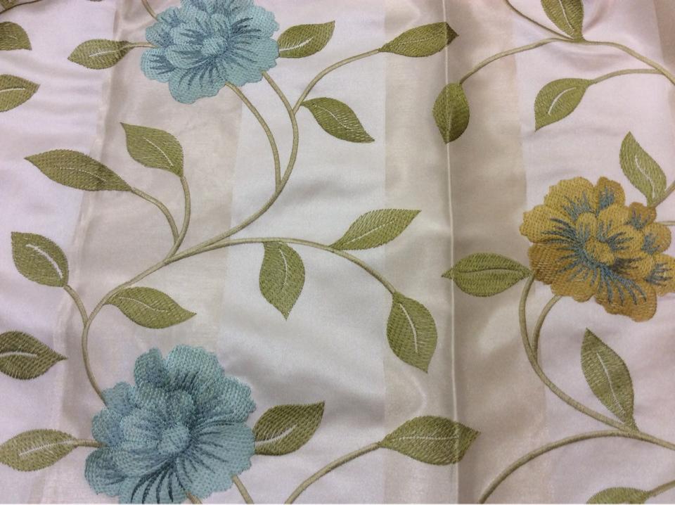 Красивая ткань с вышивкой тафта в стиле прованс 2024/21. Европа, Германия. Светлый фон, голубые и жёлтые цветы в стиле кантри, прованс купить в Москве