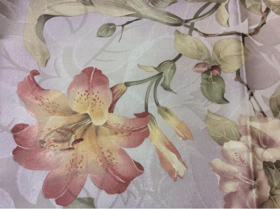 Ткань из хлопка и атласа Zambak 70. Турция. На светло-сиреневом фоне лилии в стиле прованс