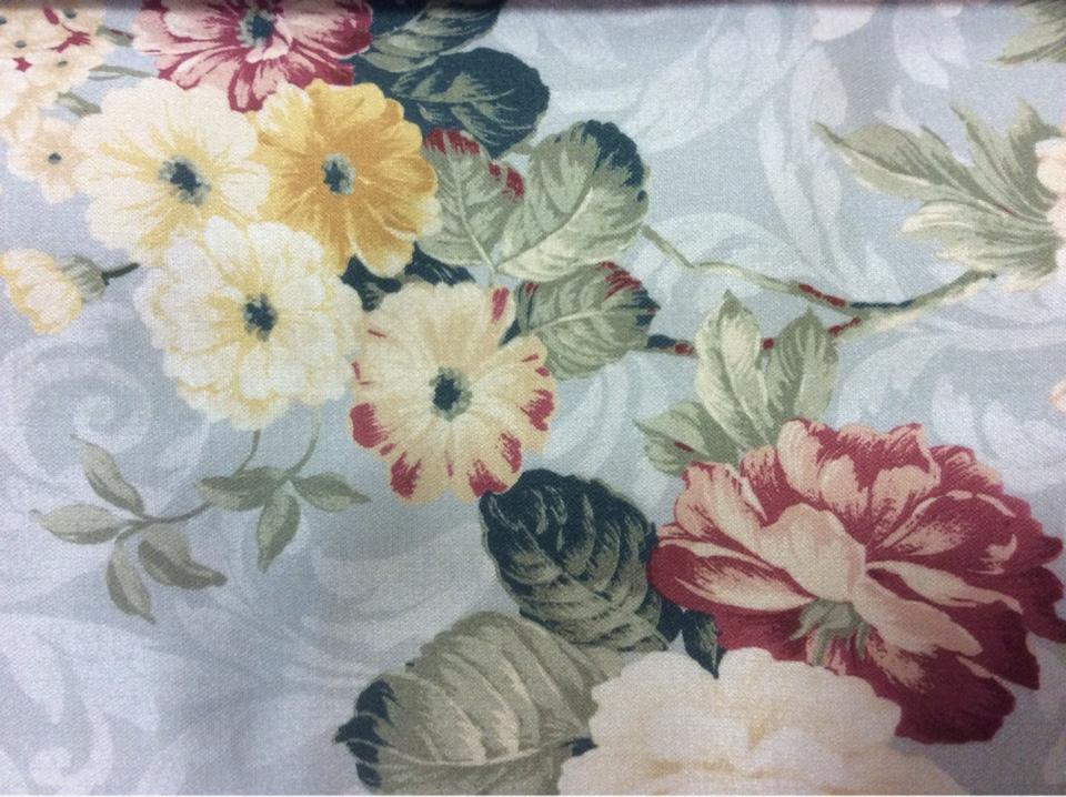 Ткань в стиле английского загородного дома, прованс Raya 1010. Турция, портьерная, атлас. На голубом фоне жёлтые, бордовые цветы