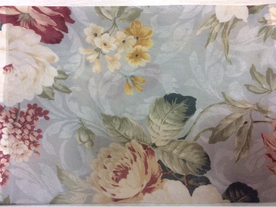 Ткань креп с цветами Raya Suit 1010. Турция, полиэстер, тонкая тюль. На голубом фоне бордовые цветы в стиле прованс