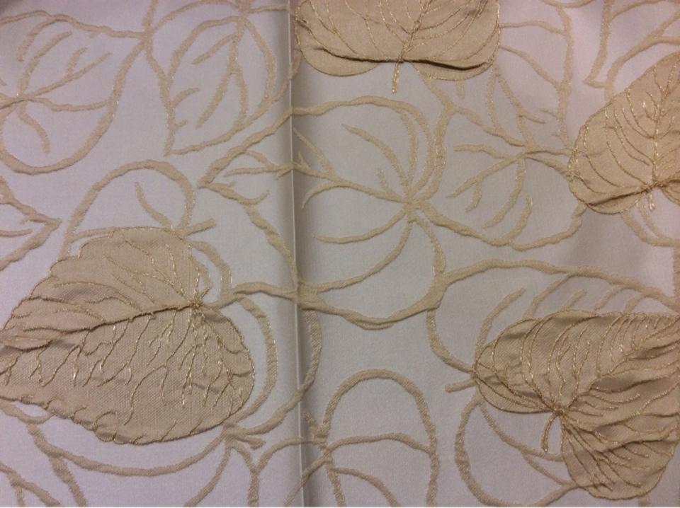 Ткань в классическом стиле G02192 V.002. Европа,  Англия, атлас, вискоза, портьерная. На кремовом фоне золотистые листья