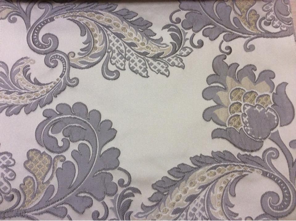 Шикарная ткань для штор с вышивкой Varese, цвет Silver. Европа, Бельгия, портьерная в стиле ар-нуво. На бежевом фоне серо-голубые цветы, пейсли купить