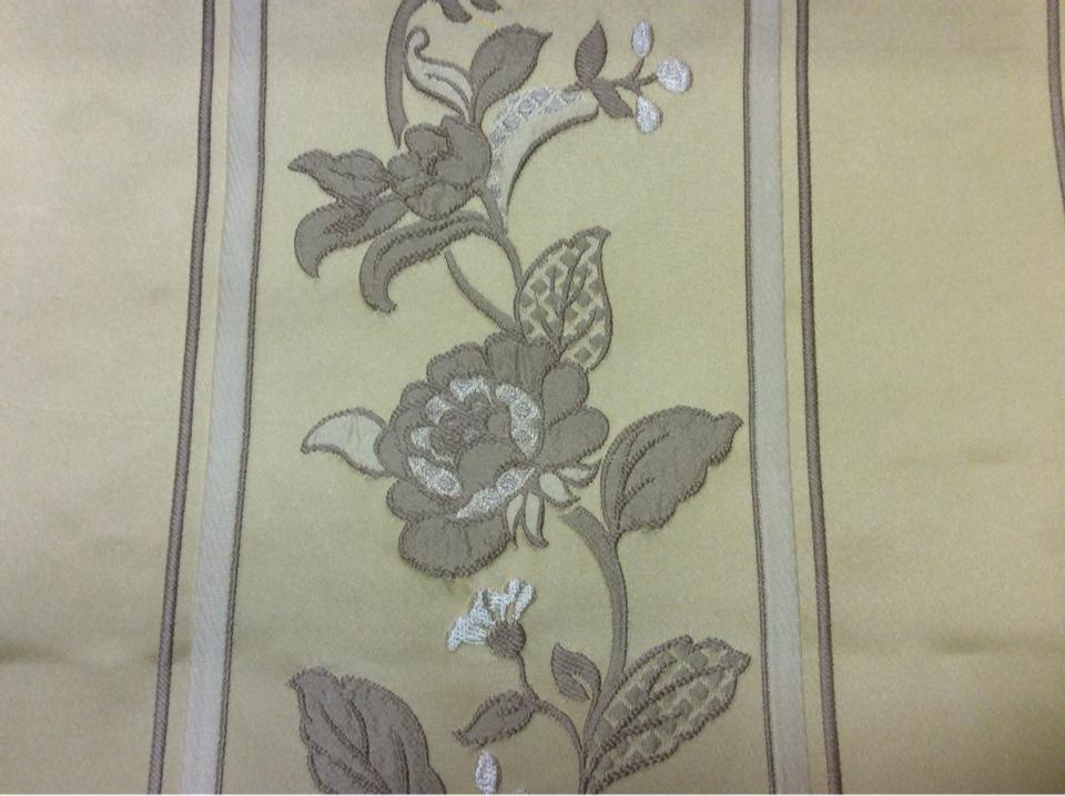 Вышивка из вискозы и атласа Isernia, цвет Light Gold. Европа, Бельгия, портьерная ткань. На золотом фоне бежевые цветы