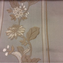 Портьерная ткань из атласа с вышивкой Isernia, цвет Tranquil. Европа, Бельгия. На фоне цвета морской волны бежевые цветы в классическом стиле