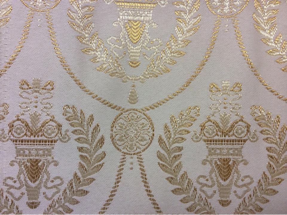 Атлас с вышивкой в стиле ампир 2381/15. Франция, Европа, портьерная ткань для штор. Ванильный фон, насыщенный золотой орнамент купить