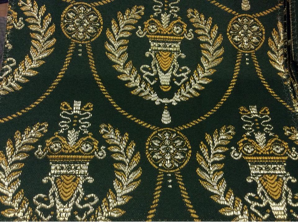 Французский атлас с вышивкой в стиле ампир 2381/55. Европа, Франция, портьерная ткань. Тёмно-зелёный фон, золотистый орнамент купить в Москве