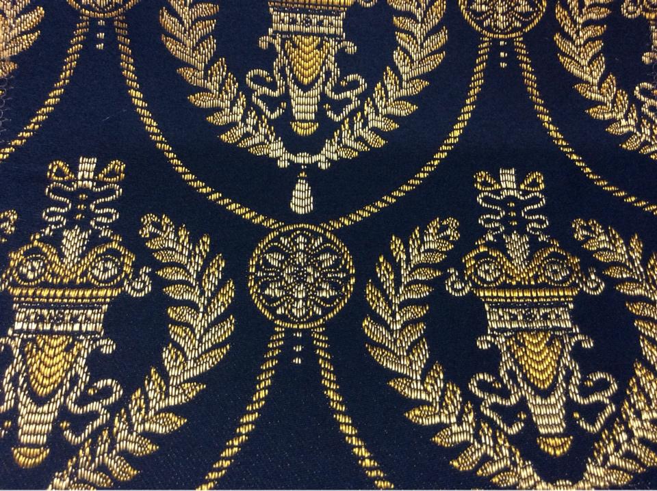 Дорогая французская ткань для штор в стиле ампир 2381/40. Европа, Франция, портьерная. Тёмно-синий фон, золотистый орнамент купить