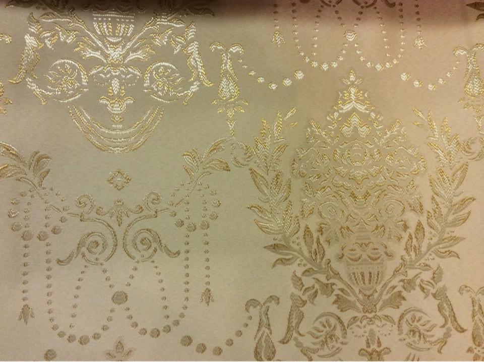 Атласная ткань с вышивкой для гостиной, спальни 2377/22. Франция, Европа, портьерная ткань в стиле ампир. Фон цвета охры, серебристый орнамент купить Москва