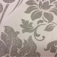 Дорогой итальянский тюль в классическом стиле (барокко) Belvedere 29. Италия, Европа, тонкий тюль для штор. На прозрачном фоне серебристый орнамент (цветы)