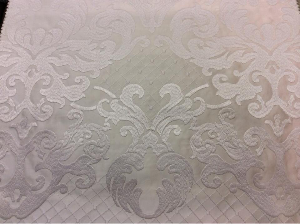 Однотонный атлас с атласной обработкой низа (высота орнамента 40 см) 2418/10. Италия, Европа, портьерная ткань. Молочный фон ткани купить в Москве