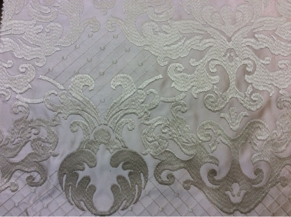 Портьерная ткань из атласа с атласной обработкой низа (высота орнамента 40 см) 2418/11. Европа, Италия. Ванильный фон купить
