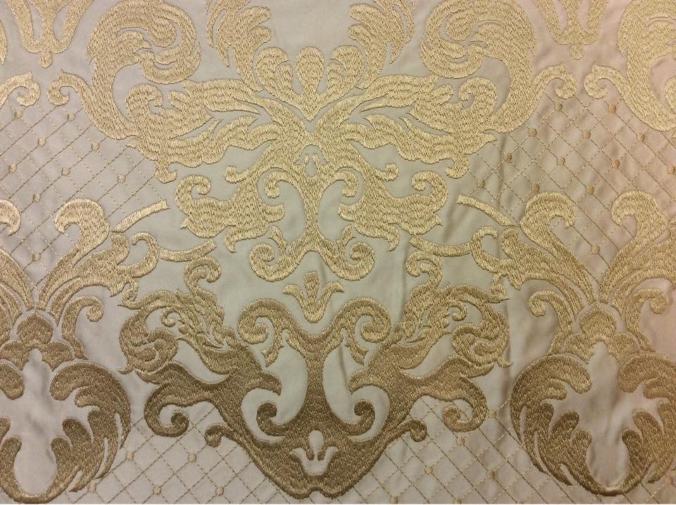 Однотонный атлас для штор с красивой обработкой низа ткани 2418/21. Европа, Италия, портьерная ткань. На бежевом фоне бронзовый орнамент купить