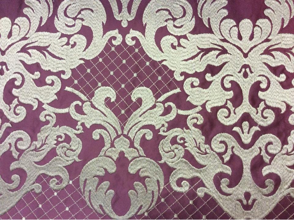 Купить однотонный атлас с атласной обработкой низа (высота орнамента 40 см) 2418/36. Италия, Европа, портьерная ткань для штор. На тёмно-малиновом фоне бронзовый орнамент в Москве