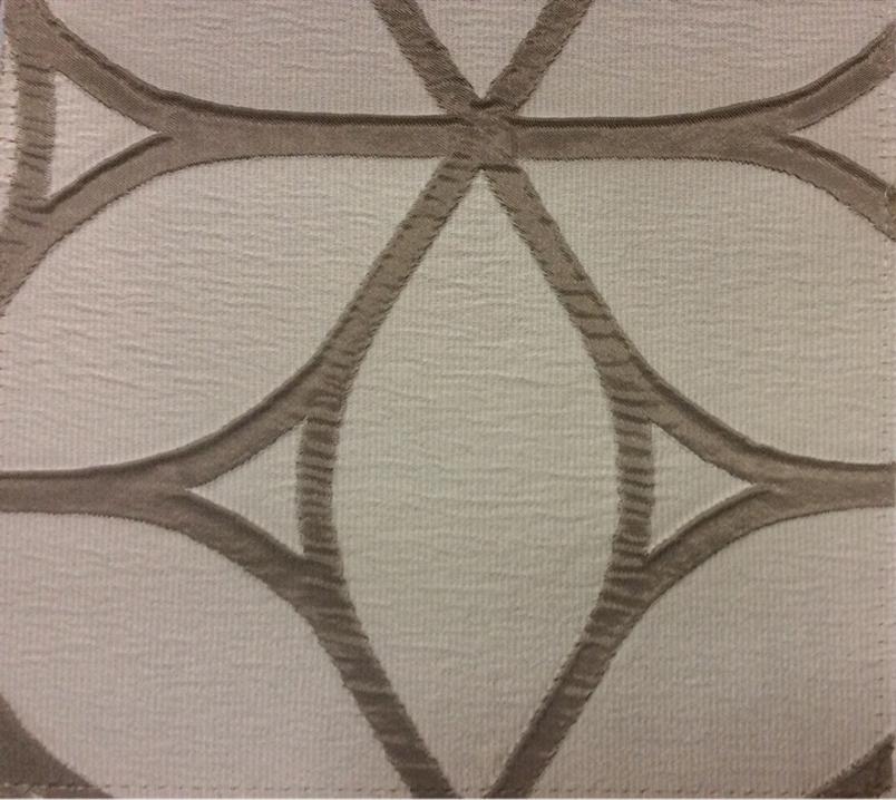 Жатая ткань с выпуклым нанесением, с эффектом 3D Alicante 42. Италия, Европа, портьерная. Сочетание бледно-серого с насыщенным серым цветом купить в Москве