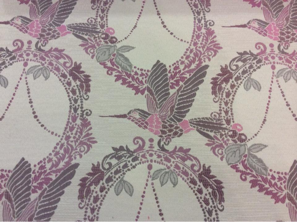 Портьерная ткань с хлопковой нитью Paloma 41. Европа, Испания, плотная портьерная ткань. На светлом фоне изображение птиц розово-серых оттенков купить