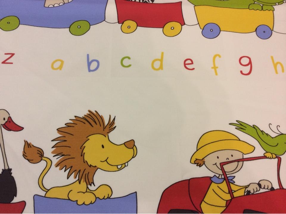 Безопасная хлопковая ткань с ярким принтом для детской Zoo 1. Испания, Европа, портьерная. Цветные фигурки животных, буквы купить