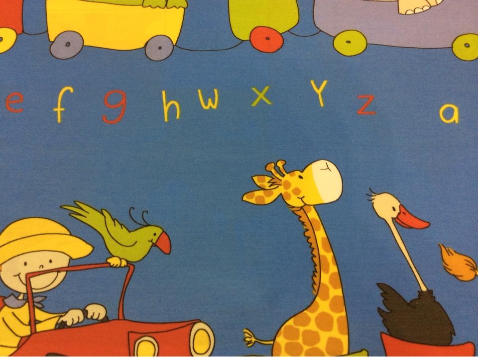 Детская ткань с зверушками, хлопковая ткань с ярким принтом Zoo 3. Испания, Европа, портьерная. На синем фоне цветные фигурки животных, буквы купить