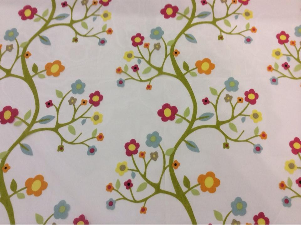 Тюль из органзы с цветами и вискозной нитью Arbolito 3. Европа, Испания, тюлевая. На прозрачном фоне яркие мелкие цветочки Москва магазин ткани