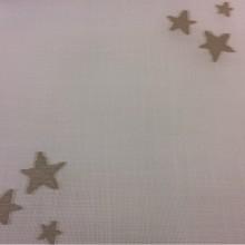 Тюлевая ткань с хлопковой нитью Cindy 26. Испания, Европа, тонкий тюль. На белой сетке  коричневые звёзды