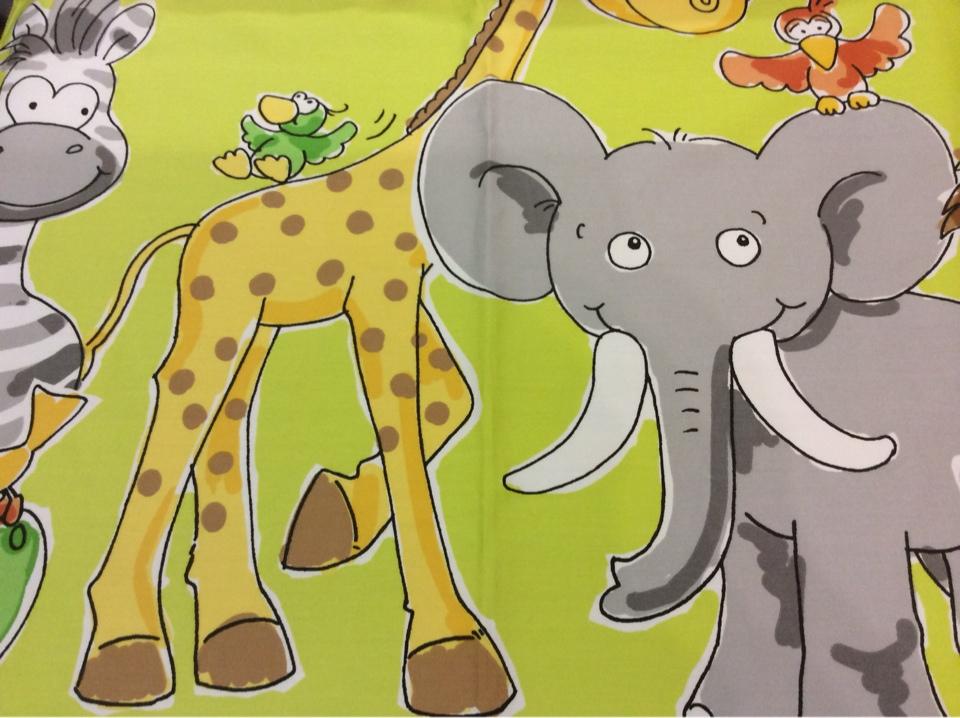 Детская ткань для штор с африканскими животными: жираф, слоник, зебра и птицы Jungla. Airjet. Col 9. Испания, Европа, портьерная. На салатовом фоне цветные фигурки животных купить в Москве