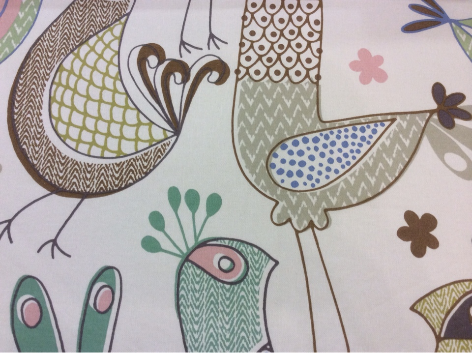 Хлопковая ткань с добавлением льна и фольклорным орнаментом Icos, col 02. Испания, портьерная. На светлом фоне цветные курицы в каталоге ткани Москва