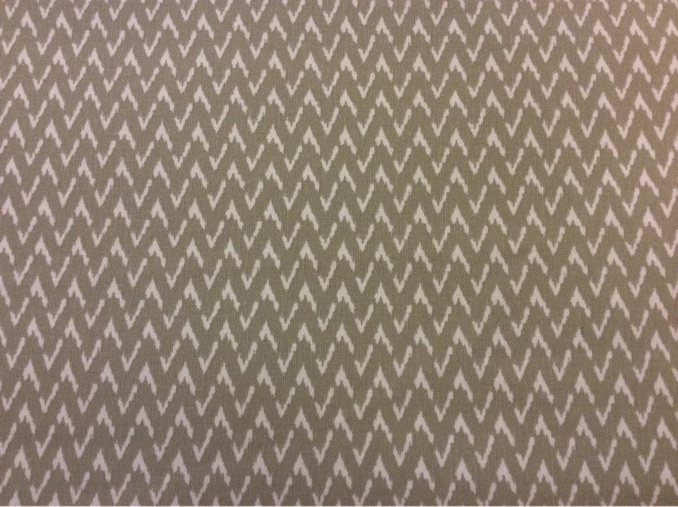 Хлопковая ткань с добавлением льна Mimbre, col 03. Европа, Испания, портьерная. На серо-оливковом фоне белый зигзагообразный рисунок купить