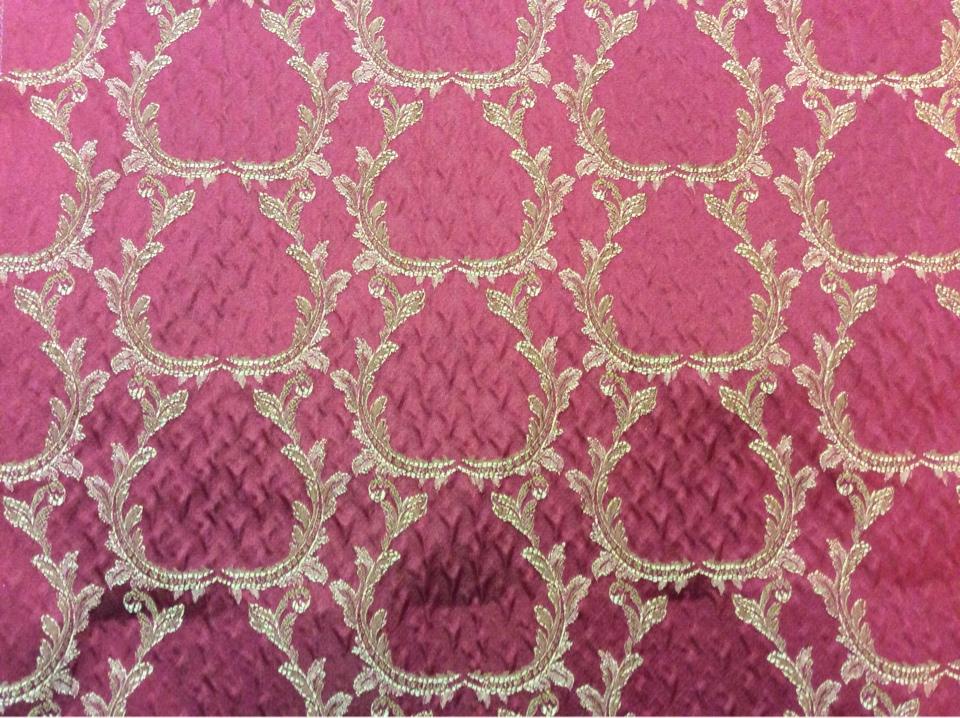 Рифлёный атлас, вискоза Gretta 090. Итальянская портьерная ткань. Красный фон, золотистый орнамент купить