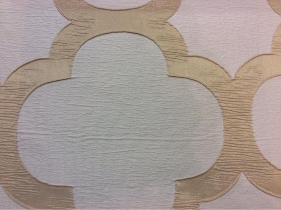 Жатая ткань с крупным орнаментом Alicante 24. Италия, портьерная. Бежево-золотистый фон купить в магазине