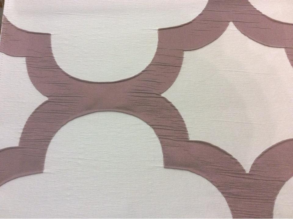 Итальянская жатая ткань с крупным орнаментом Alicante 40. Европа, Италия, портьерная. Серовато-брусничный фон купить