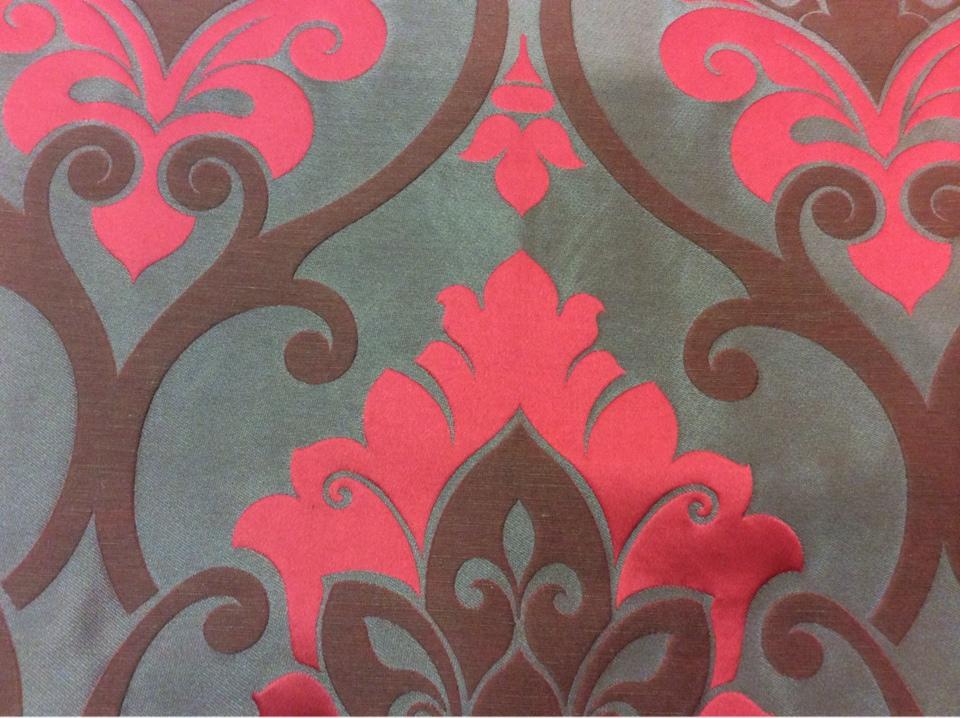 """Купить льняную ткань для штор в классическом стиле Messaline col. 13. Испания, Европа, портьерная. Шоколадный фон, красно-малиновый принт """"дамаск"""" в наличии"""