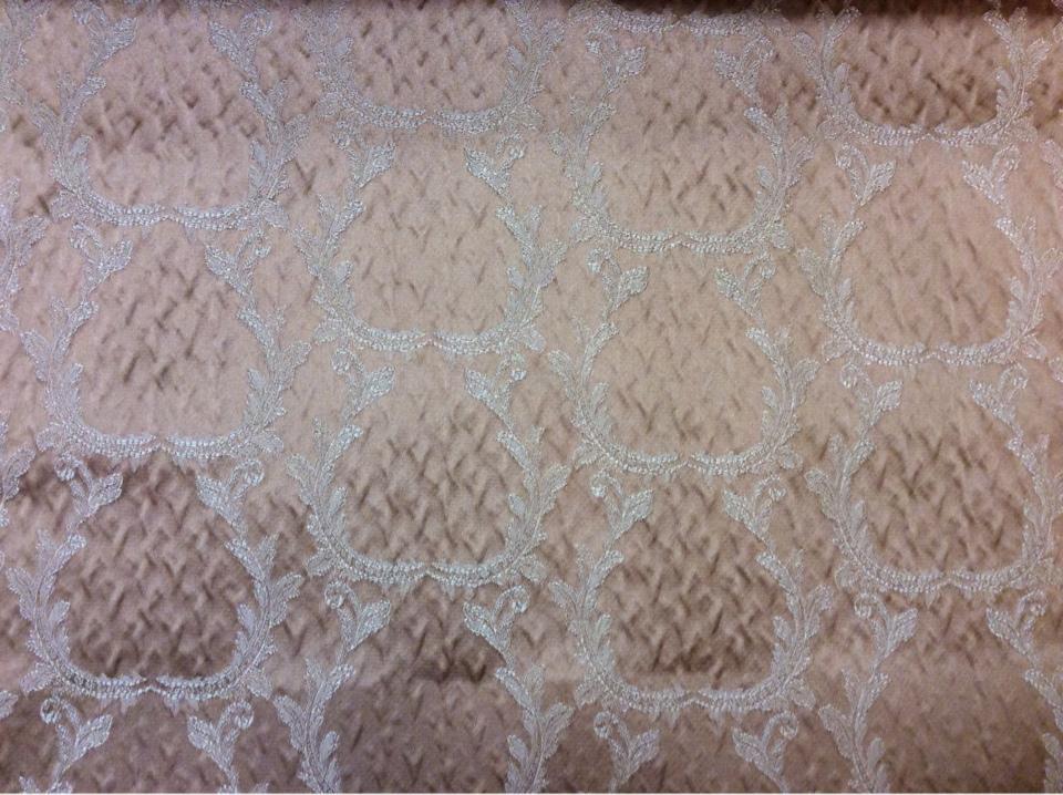 Рифлёный атлас, вискоза в стиле барокко Gretta 040. Европа, Италия, портьерная. Персиковый фон, золотистый орнамент купить