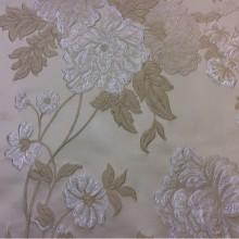 Жаккардовая портьерная ткань с рельефным рисунком Elea, col 1. Италия, Европа. На кремовом фоне серебристо-бежевые цветы