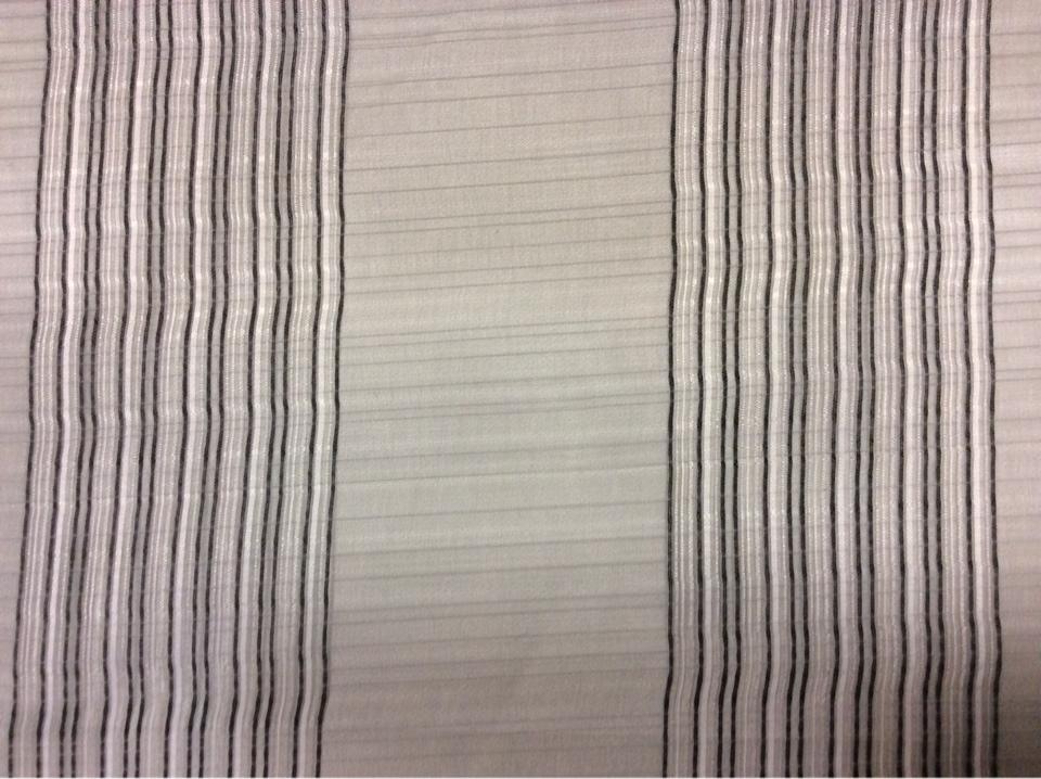 Тонкая тюлевая ткань с оригинальной вертикальной полосой и клетчатой фактурой ( органза) Palmyra, col 45. Италия, Европа, тюль. Оттенки серого, чёрного и белого