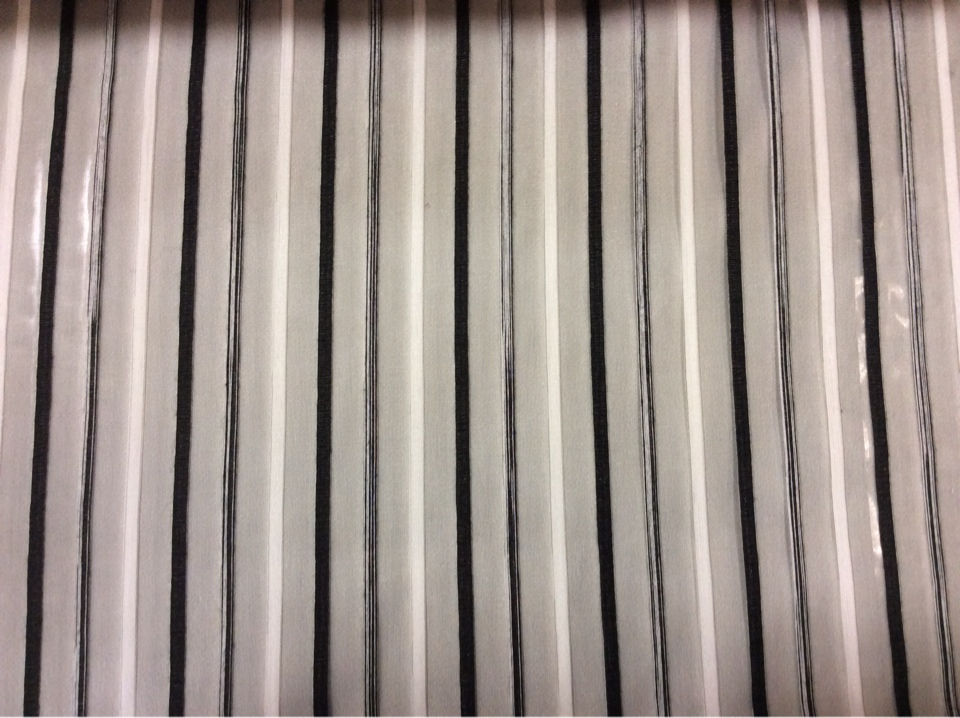 Купить тюль в полоску, на сером фоне чередование чёрных и белых вертикальных полосок Palmyra, col 42. Италия, тюль.