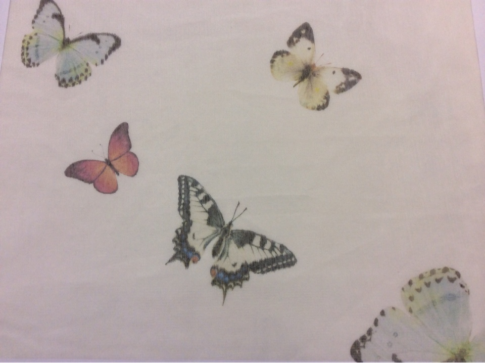 Тонкая тюлевая ткань с добавлением вискозы ( мелкая сетка) 2513/73. Италия, тюль. На кремовом фоне разноцветные бабочки
