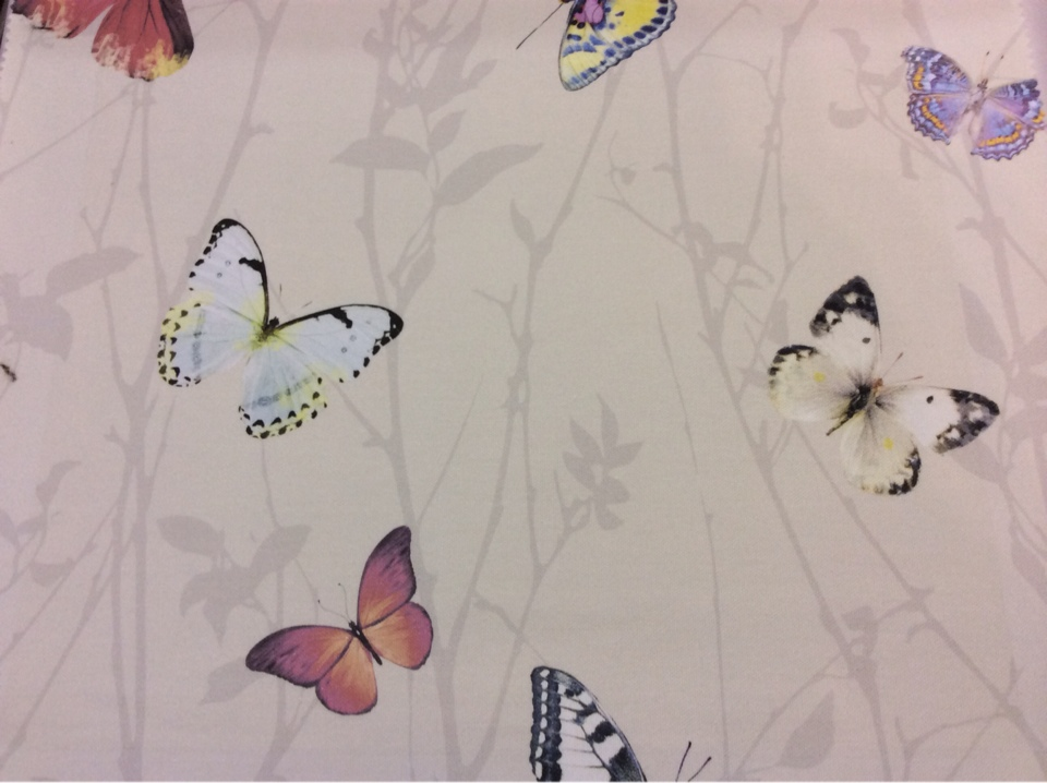 Портьерная натуральная ткань из хлопка 2503/23. Италия, портьерная. На кремовом фоне разноцветные бабочки
