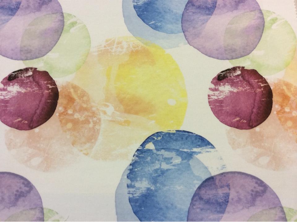 Портьерная натуральная ткань из хлопка в стиле модерн, кантри, поп-арт 2508/73. Италия. На светлом фоне яркие абстрактные круги
