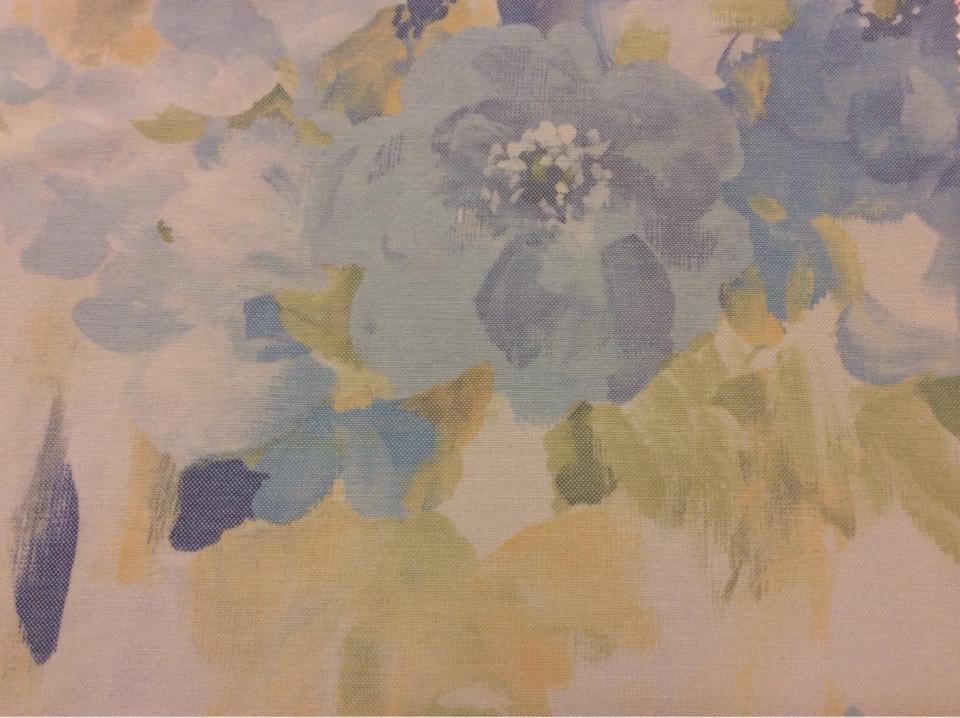 Натуральная портьерная ткань с хлопком Andy, col 1077. Турция, портьерная ткань для штор. На светлом фоне размытые цветы, микс